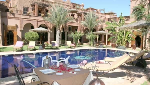 Palais d h tes situ dans un nouveau quartier r sidentiel for Construction piscine marrakech
