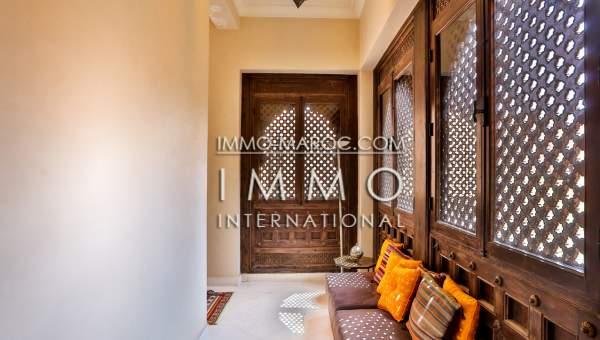 Riad à vendre Marocain épuré prestige a vendre Marrakech moins de 10 minutes de la place Kasbah
