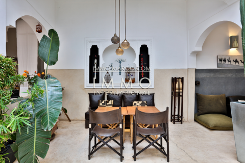 Vente riad Marocain épuré Maison d'hôtes Marrakech moins de 10 minutes de la place Kasbah