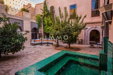 Vente riad garage Marocain épuré luxe Marrakech moins de 10 minutes de la place Kasbah