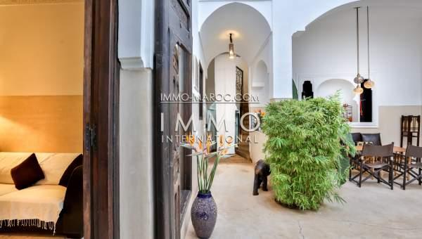 Riad à vendre Marocain épuré Maison d'hôtes Marrakech moins de 10 minutes de la place Kasbah