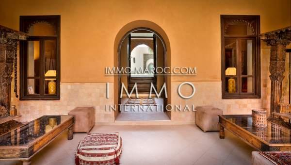 ryad Marocain épuré luxe Marrakech moins de 10 minutes de la place Kasbah