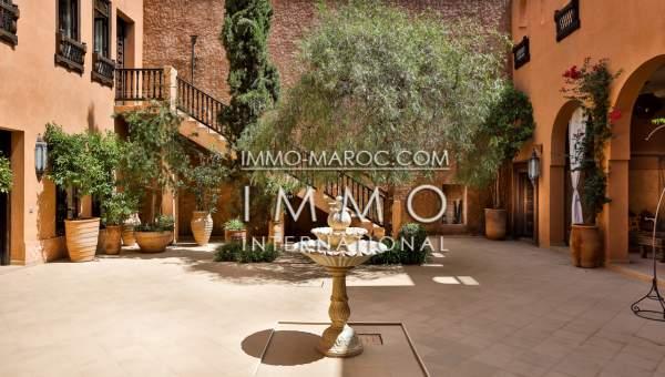 ryad Marocain épuré prestige a vendre Marrakech moins de 10 minutes de la place Kasbah