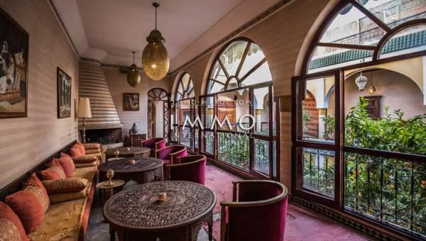 Vente riad Marocain épuré immobilier luxe à vendre marrakech Maison d'hôtes Marrakech moins de 10 minutes de la place Mouassine