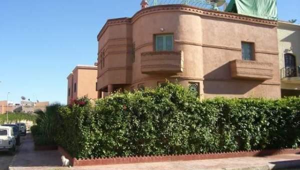 Achat villa Marocain épuré Marrakech Centre ville Route Casablanca