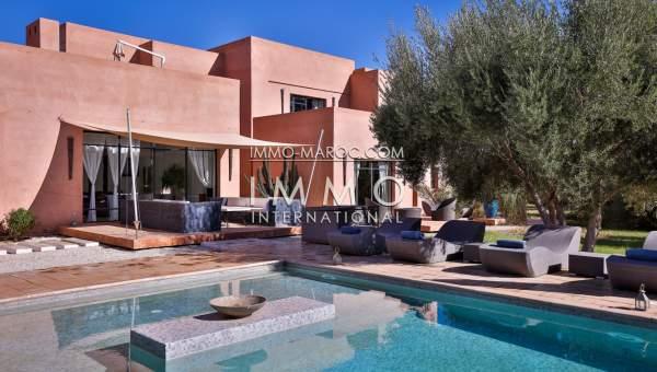 villa de style contemporain sur un beau parc arbor e immomaroc. Black Bedroom Furniture Sets. Home Design Ideas