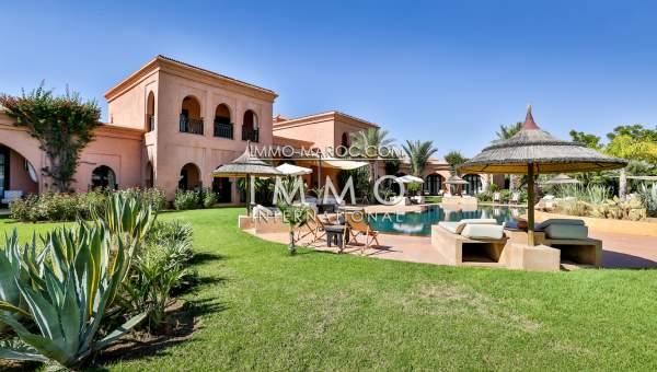 Maison d 39 h tes de prestige a vendre route d 39 ourika immomaroc for Achat villa de prestige