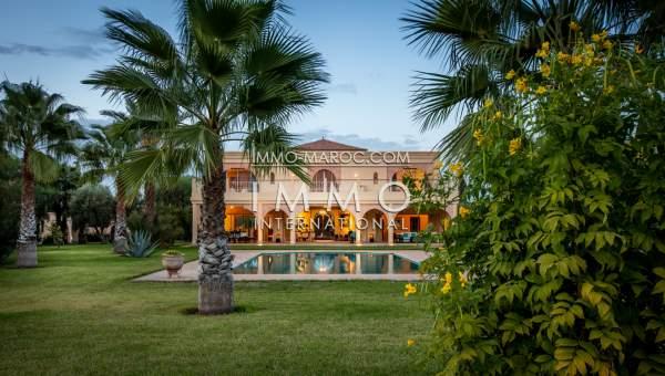 Achat villa Marocain épuré luxueuses Marrakech Extérieur Route Amizmiz