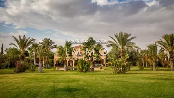 Achat villa Marocain épuré luxe Marrakech Extérieur Route Amizmiz