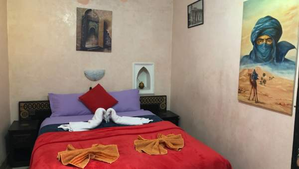 Vente riad voiture Marocain Maison d'hôtes Marrakech moins de 10 minutes de la place