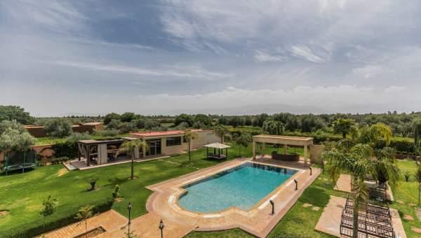 Location villa Marocain épuré prestige Marrakech Extérieur Route Sidi Abdellah Ghiat