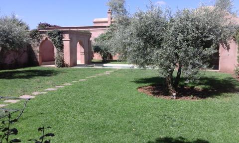 Location villa Marocain épuré Marrakech Extérieur Route Ouarzazate
