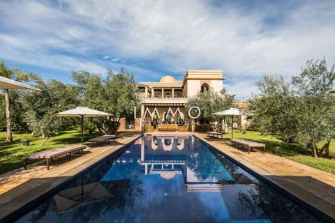 villa achat Marocain épuré de prestige Marrakech Extérieur Route Fes